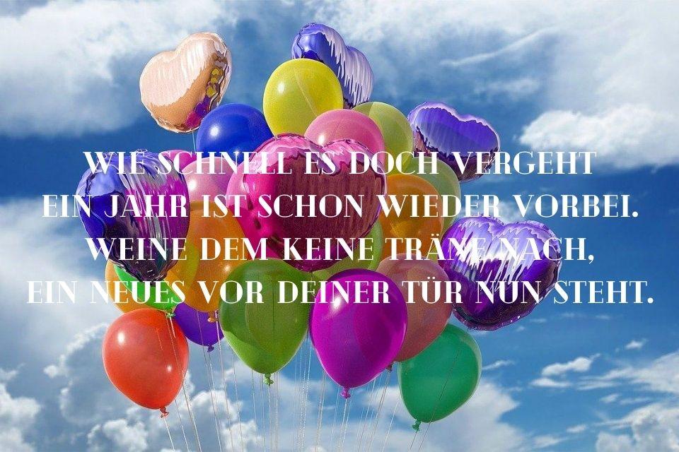 Spruch zum 20. Geburtstag mit Luftballons in der Luft