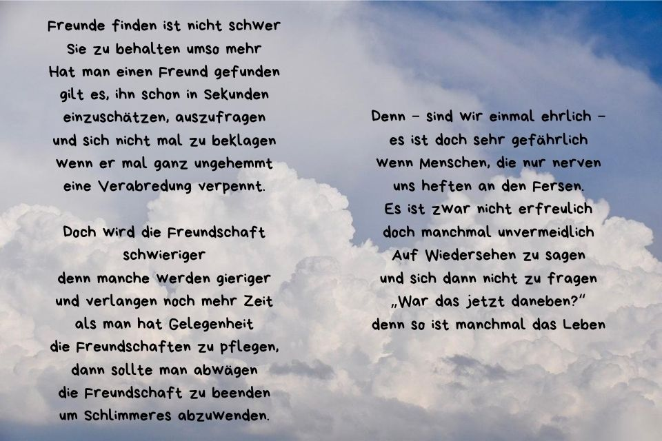 Freundschaft beenden Spruch mit Wolken als Hintergrund