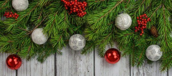 Weihnachten mit Christbaumkugeln
